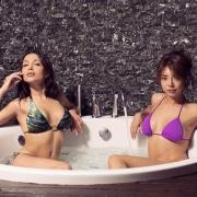 две девушки в джакузи