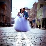 фотографии моледожен с двойной разделительной полосой на дороге, идеи для свадебных фото