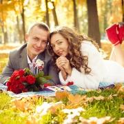 осенние свадебные фотографии на траве