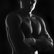 строгие фотографии мужчин в контровом свете