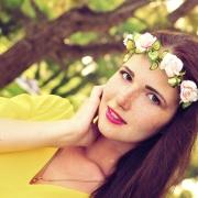 красивый портрет девушки с веснушками