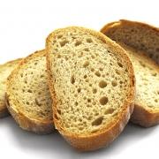 кусочки нарезанного хлеба